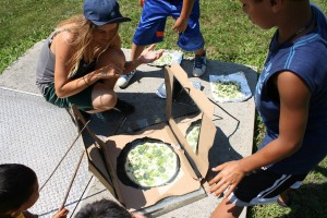 Making some pizza in a pizza box solar oven!